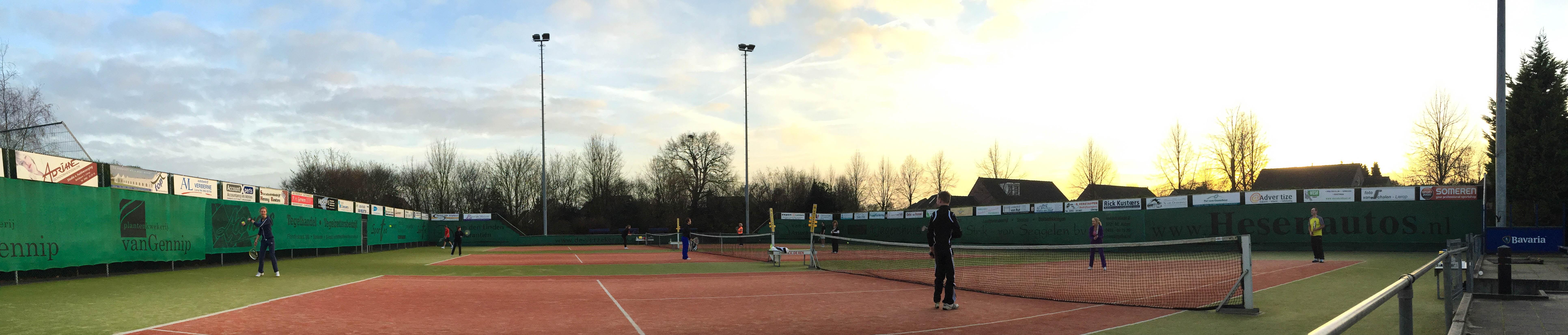Uitbuiktoernooi 2017 met Glühwein en Tennisquiz